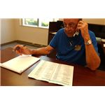 800px-FEMA - 33005 - SBA representative on the phone making calls in Ohio