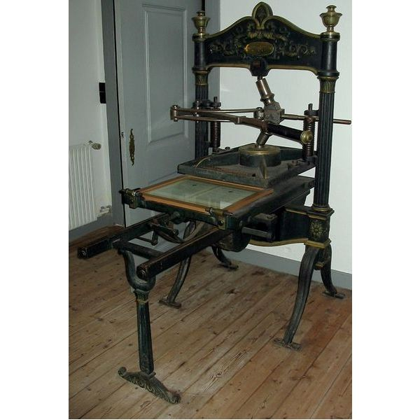 the invention and role of the printing press in the renaissance period Introduction the printing press was one of the most significant inventions of the middle ages it was invented in the mid-15th century (during the renaissance period) by a german goldsmith.