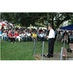 800px-FEMA - 32135 - FEMA^^39,s Jim Stark talks to FEMA Employees in Louisiana