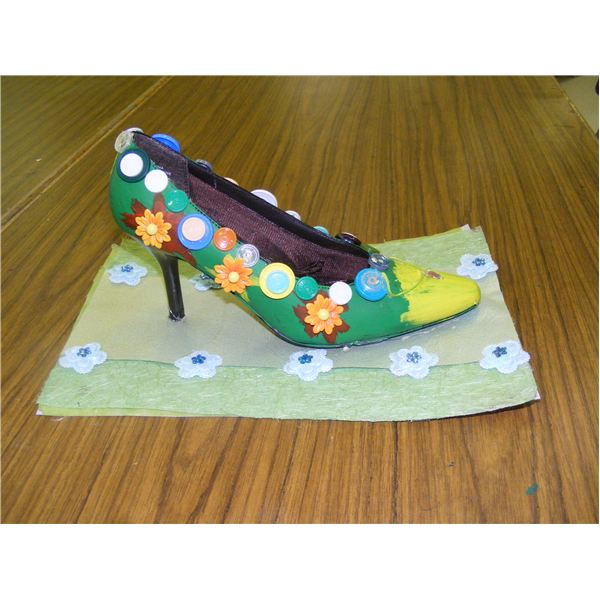 Recycled sculpture ideas to do with kids for Shoe sculpture ideas