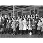 800px-Immigrant-children-ellis-island