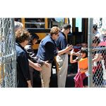 800px-FEMA - 44122 - FEMA^^39,s R9 Administrator Nancy Ward with children in California
