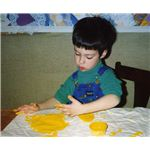 Forming round shapes in finger paint