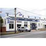 800px-Ford Dealership in Junee