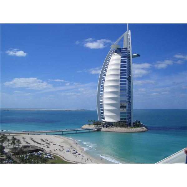 Burj al arab the tallest and most luxurious hotel in the for Tallest hotel in the world