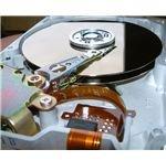 735px-Innansicht Festplatte 512 MB von Quantum
