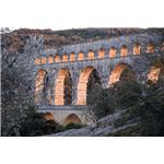 800px-Pont du Gard aqueduct at sunset (sat10mar2012-18.24h)