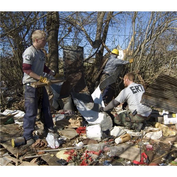 FEMA - 34328 - AmeriCorps volunteers working to clear debris in Tennessee