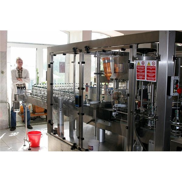 800px-Vodka bottling machine