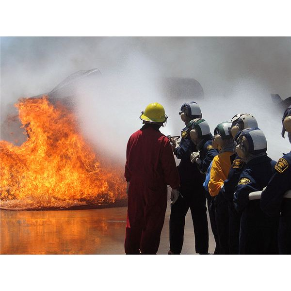 800px-US Navy 090624-N-0930T-061 U.S. Naval Sea Cadets get hands-on fire fighting training during the two weeks Shipboard Aircraft Firefighting School at Naval Air Station Lemoore