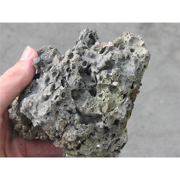800px-Slag from biomass fire 02