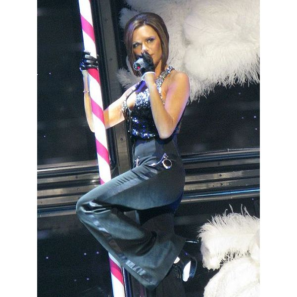 Victoria Beckham performing in 2007 w/ the Spice Girls