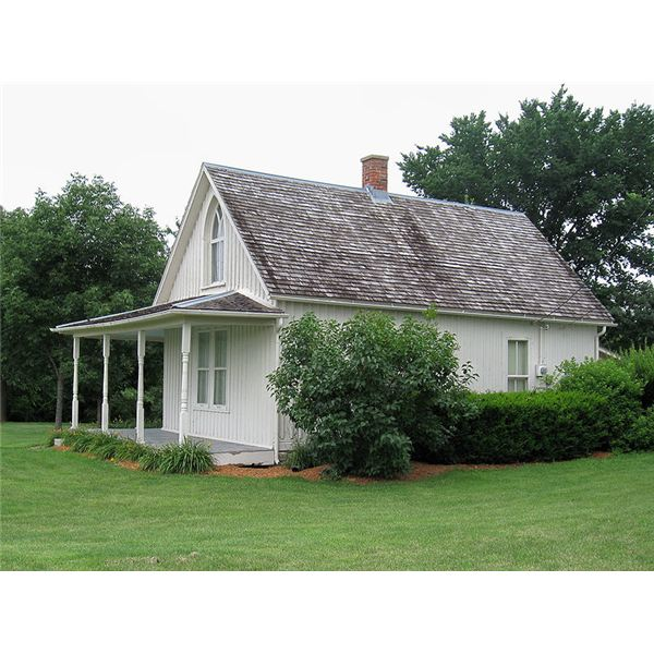799px-American Gothic House side view