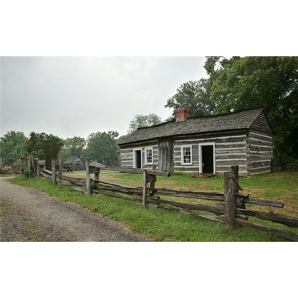 800px-Lincoln Log Cabin