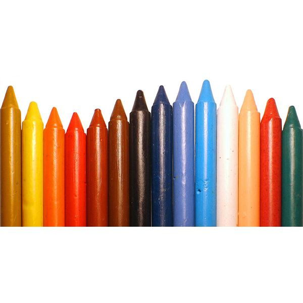 Wax crayons by Jorge Barrios/Wikimedia Commons (PD)