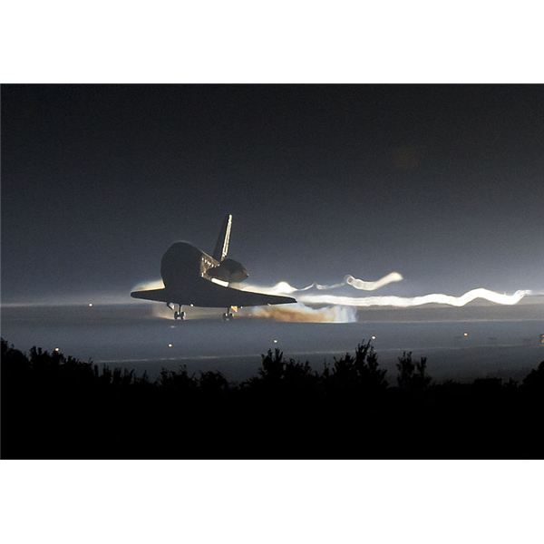 STS-135 landing cropped