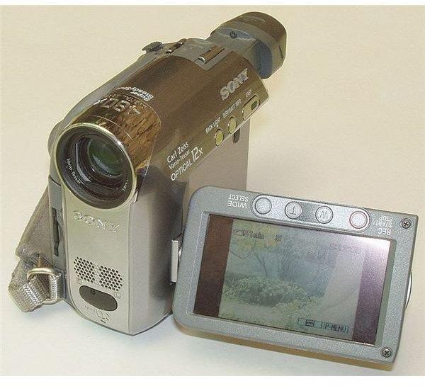 687px-Camcorder Sony DCR-HC39E