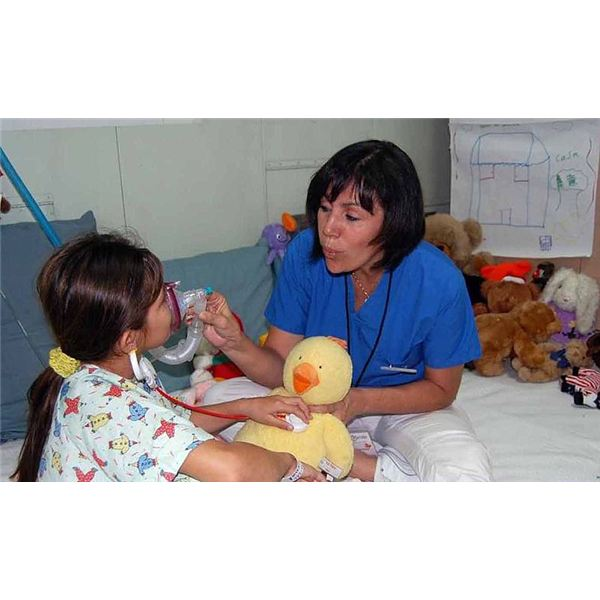 800px-US Navy 090706-F-7885G-043 Monica Castaneda, a child life specialist with Operation Smile, introduces a young patient to a stethoscope and breathing mask