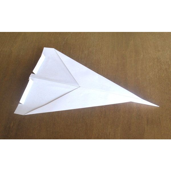 making easy paper airplanes from recycled materials
