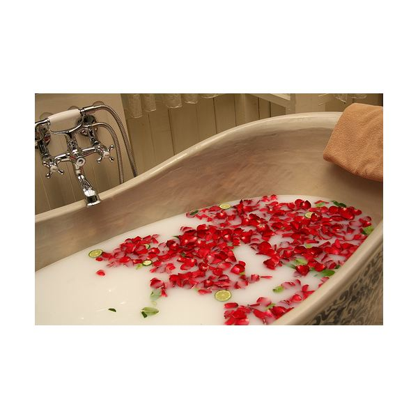 A Soothing, Relaxing Rose Oil Bath