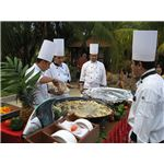 Chefs preparing a seafood paella (by Jongleur100/Wikimedia Commons - public domain)