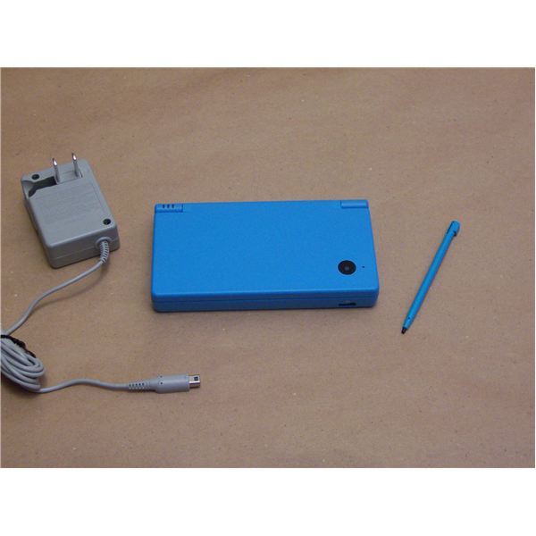 Nintendo DSI w Charger and Stylus