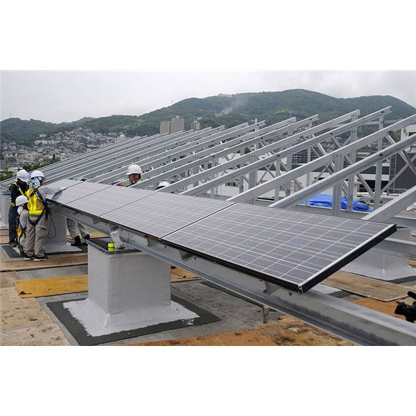 800px-US Navy 100614-N-8335D-090 Japanese contractors install solar panels on the Public Works building roof at Fleet Activities Sasebo, Japan