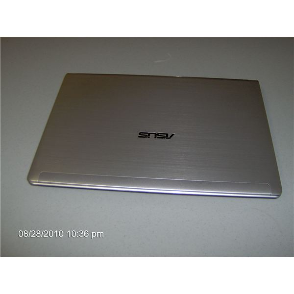 The top of a closed Asus UL30VT A1 laptop.