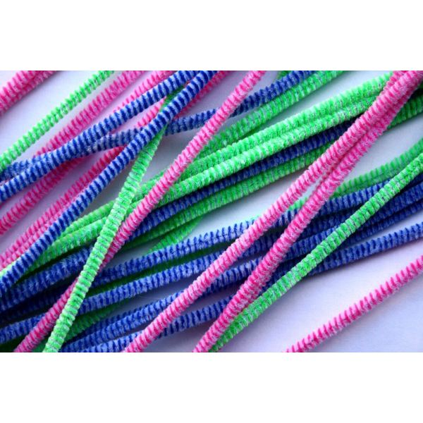 Colorful pipe cleaners will make great legs, tails, and even ears for your farm animals!
