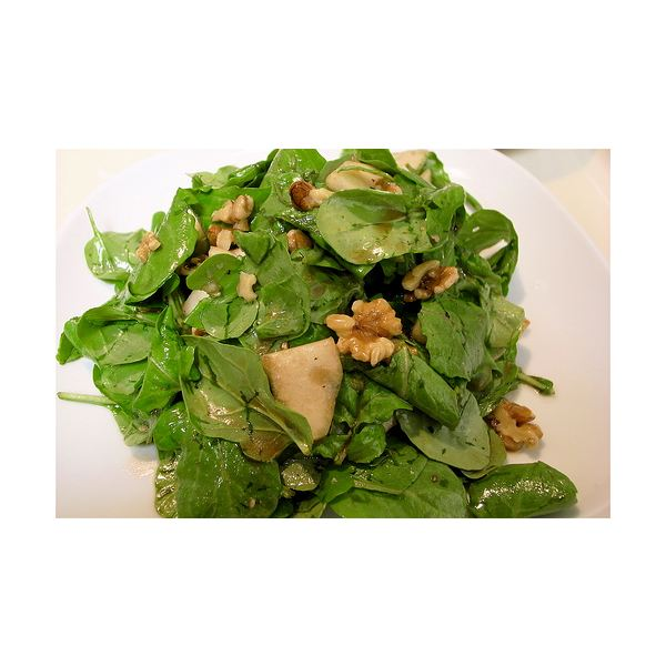 arugula and walnut salad photo by nao takem