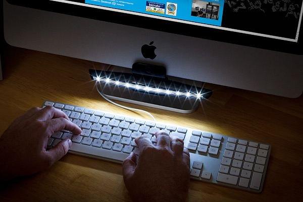 Mantis LED Desk Lamp