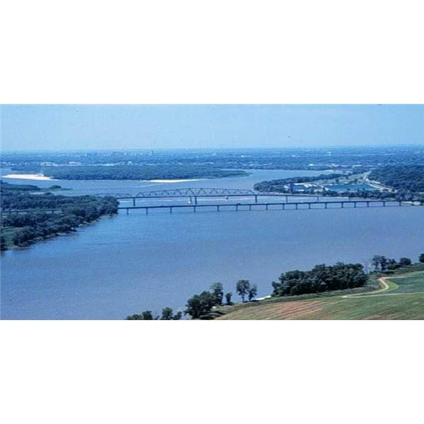 Interesting Mississippi River Facts: Its Name, Economic Impact, and Ecological Diversity