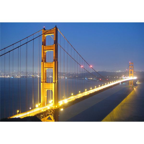 800px-Golden Gate Bridge bei Nacht