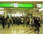 Busy Tokyo railway station