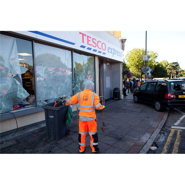 800px-Ealing, looted Tesco after 2011 riots