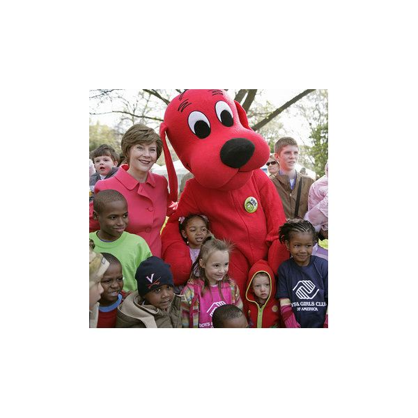 Clifford the Big Red Dog visits the White House.