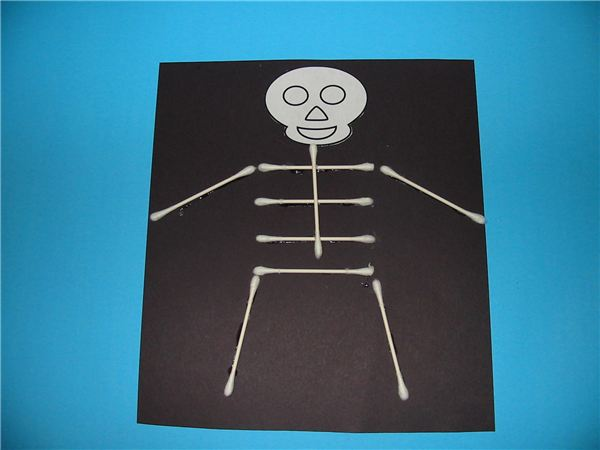 Elementary class halloween art projects that are easy and for Q tip skeleton craft template