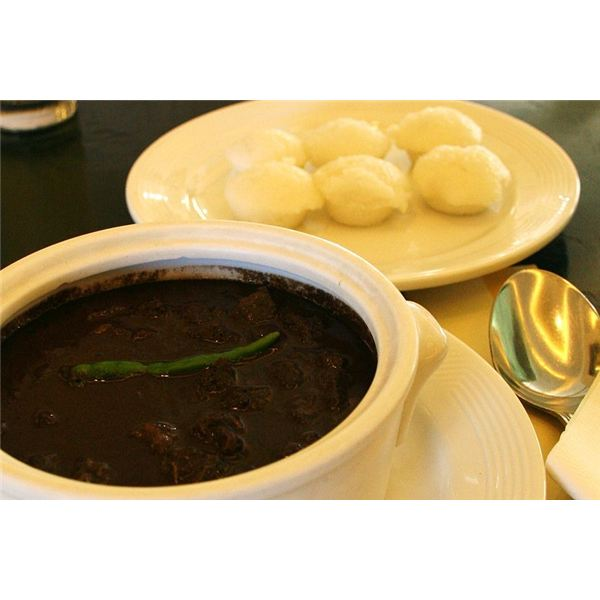 800px-Dinuguan with puto