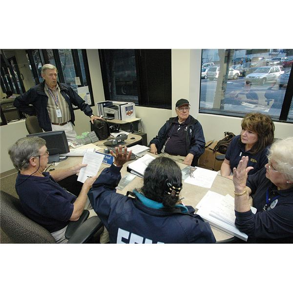 800px-FEMA - 34581 - FEMA Community Relations Team (CR) in a meeting in Georgia