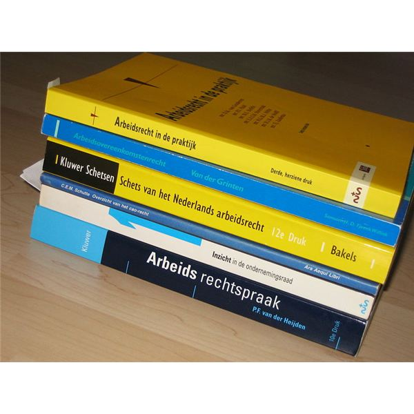 Books about Dutch labour law by Fruggo/Wikimedia Commons (CC)