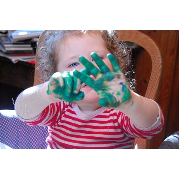 Little girl shows her hands covered in finger paint by Ingvar Kjøllesdal/Wikimedia Commons (CC)