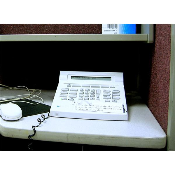800px-Aspect Tel-set telephone call centre