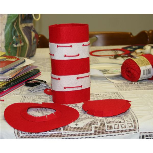 How to Make a Cat in the Hat Felt Hat With Your Preschooler