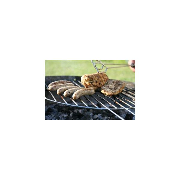 Create a flyer o publicize a community BBQ for Memorial Day.
