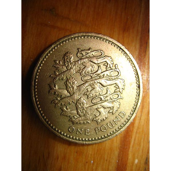 1 British Pound Sterling Coin (Image Credit: Wikimedia Commons)