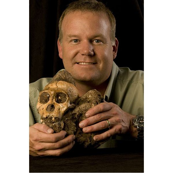 398px-Lee Berger and the Cranium of Australopithecus sediba MH1