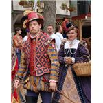 Elizabethan Ren Faire costumes by Artemis-Arethusa at Wikipedia Commons