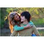 800px-YoungCoupleEmbracing-20070508
