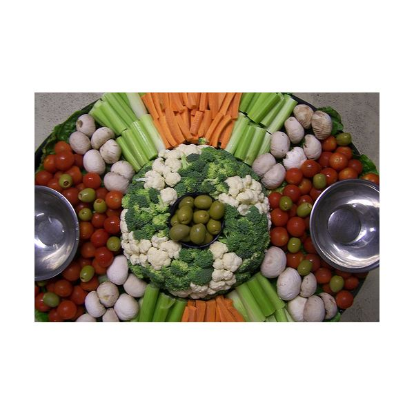 How to Prepare a Veggie Tray That's Fresh, Appetizing & Full of Eye Appeal