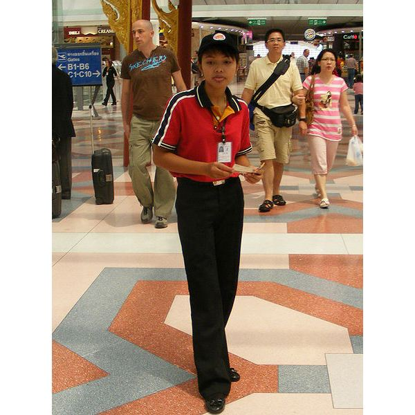 450px-Female Burger King employee Suvarnabhumi Airport Thailand